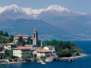 Hermosa vista del lago Como (Italia)