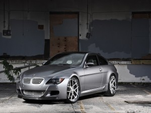 BMW M6 de color gris