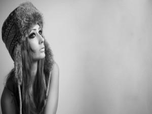 Chica con un gorro invernal