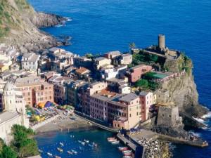 Hermosa vista de Vernazza ( Liguria, Italia)