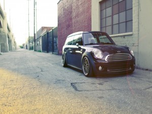 Un Mini Cooper aparcado