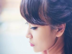 El perfil de una chica asiática
