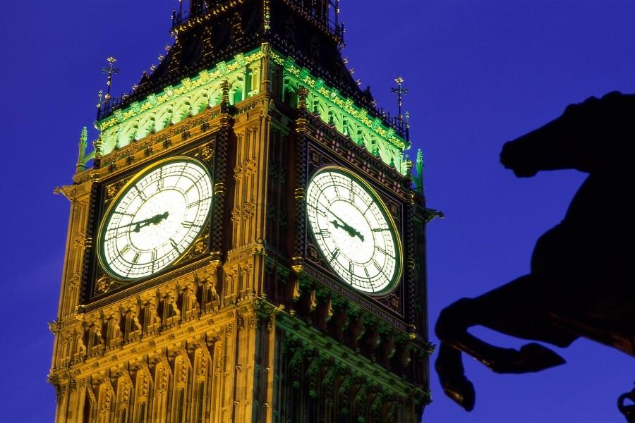 La Torre del Reloj iluminada (Londres)