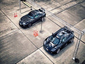 Un Toyota Supra y un Koenigsegg CCX