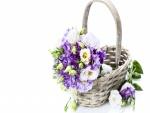 Cesta con bellas flores