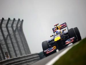 Un Formula 1 Red Bull en pista