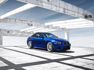 Bonito BMW M6 de color azul