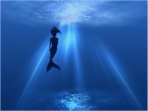 Sirena bajo el agua