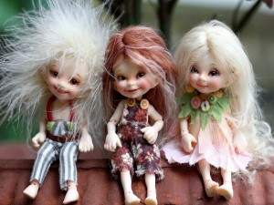 Tres divertidas muñecas