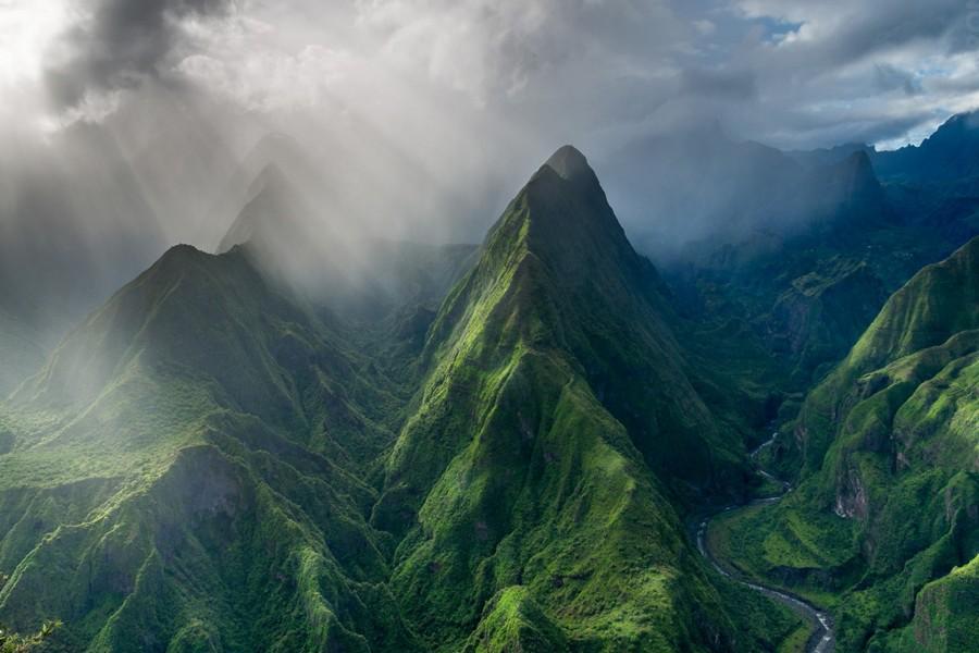 Niebla entre las montañas