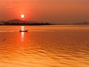 Pescando a la salida del sol