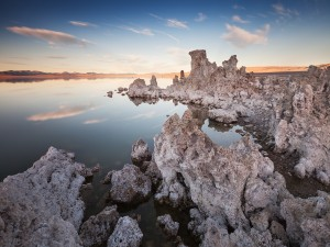 Sales acumuladas en el lago Mono (Estados Unidos)