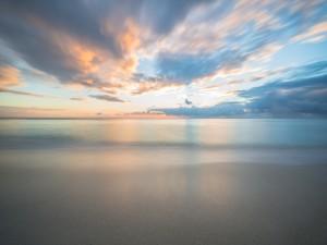 Ambiente tranquilo y silencioso en la playa