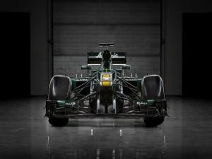 Coche de fórmula 1 en un garaje