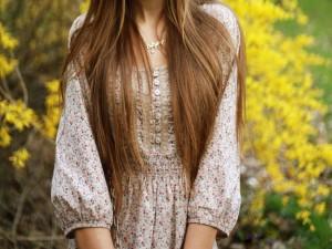 Chica con el pelo largo
