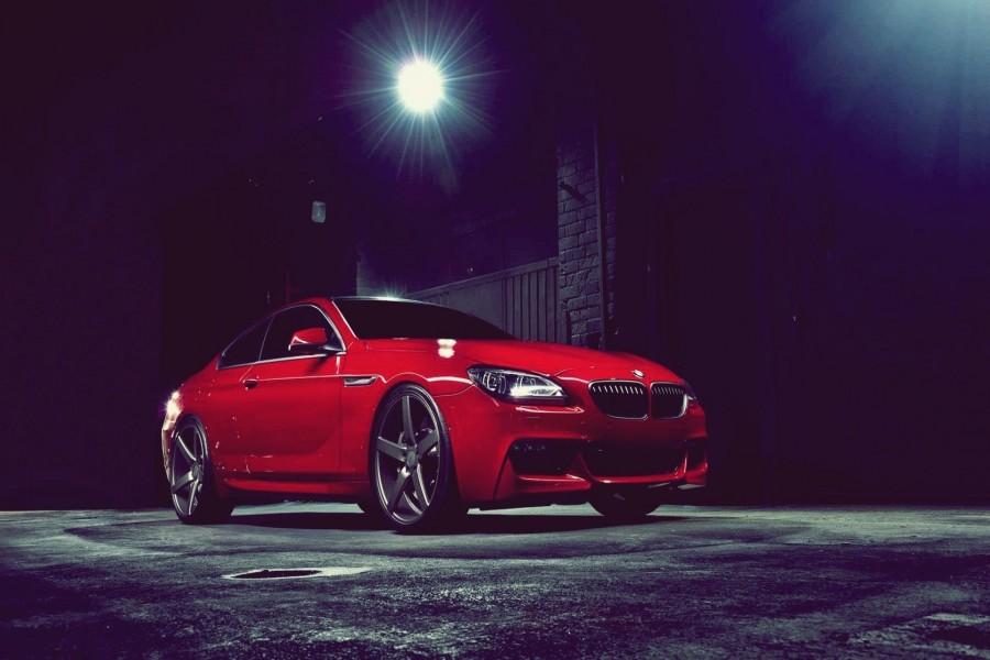 BMW 6 visto en la noche