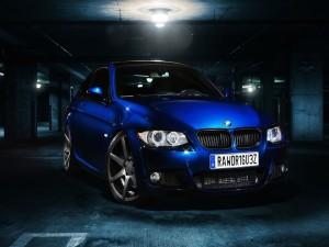 BMW 335I con las luces encendidas