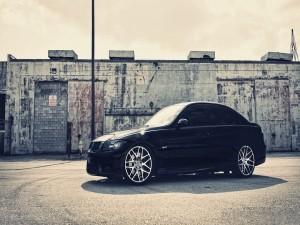 BMW iluminado por el sol