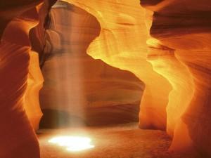 Luz del sol dentro de la cueva
