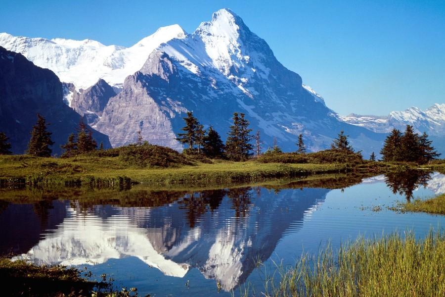 Fondo Escritorio Bonitas Montañas Nevadas: Montañas Nevadas Reflejadas En El Agua (77883