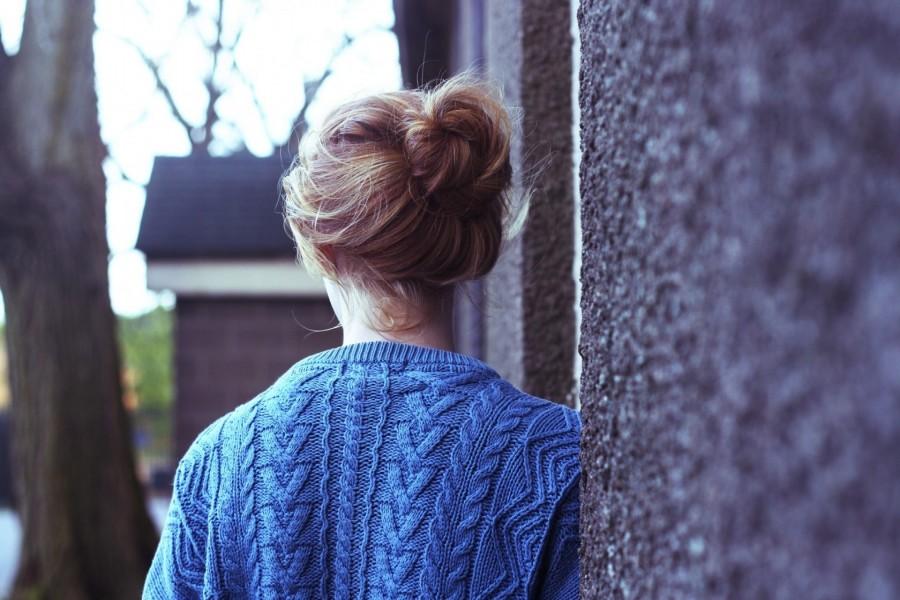 Chica con el pelo recogido