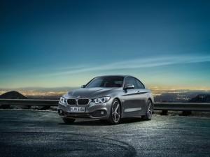 BMW 4 a las afueras de la ciudad