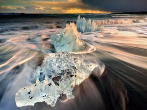 Olas contra témpanos de hielo