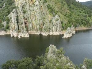 Río en el Parque Nacional de Monfragüe (Cáceres, España)