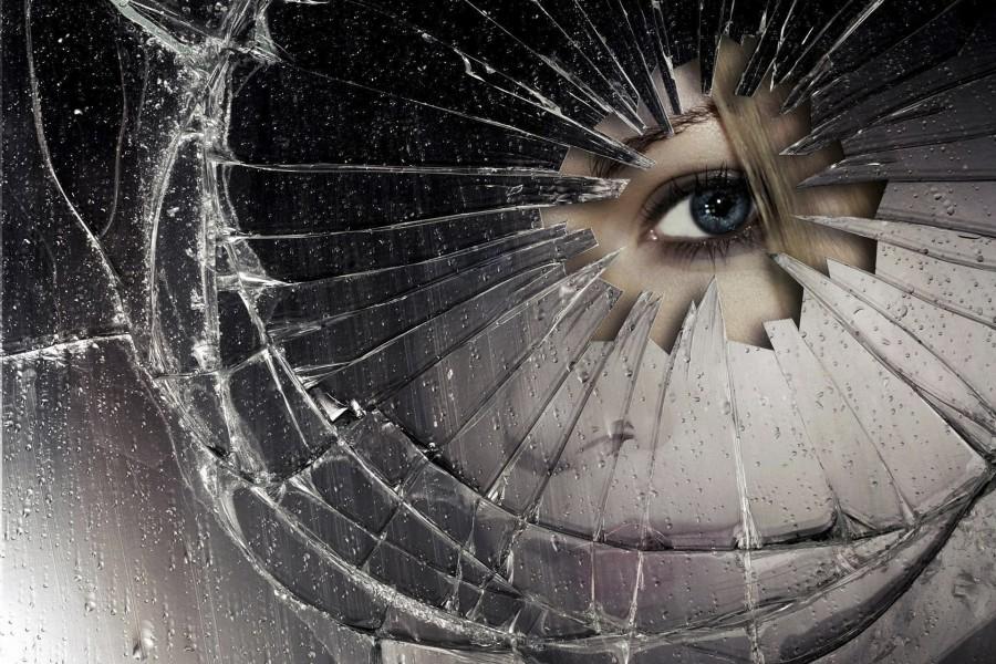 Mirando a trav s de un espejo roto 78137 - Romper un espejo ...