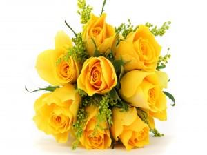 Un ramo de rosas de color amarillo