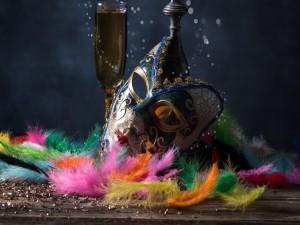 Máscara veneciana y plumas
