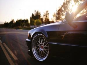 Rueda delantera de un BMW
