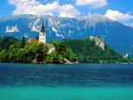 Bonita vista de la isla de Bled (Lago Bled, Eslovenia)