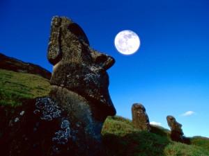 Luna llena en la Isla de Pascua (Chile)
