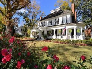 Impresionantes casas con jardines