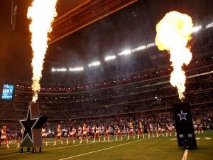 Jugadores y animadoras de los Dallas Cowboys