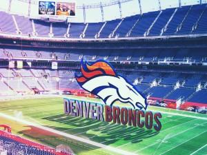 Logo de los Denver Broncos sobre el campo