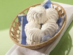 Malvaviscos blancos en una cesta