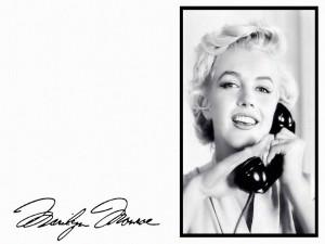 Marilyn Monroe hablando por teléfono