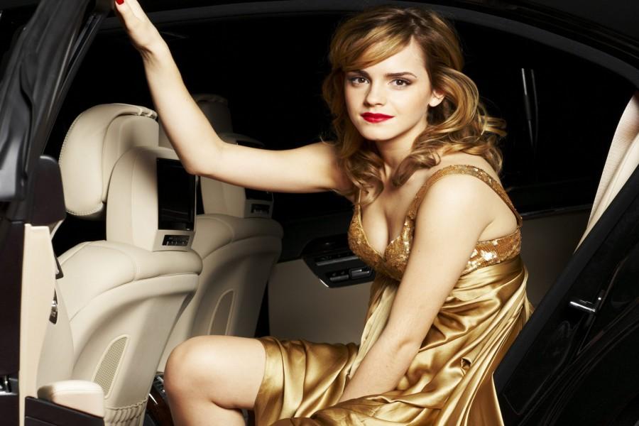 Emma Watson en un coche