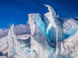 Pedazos de hielo en forma de cono en la Antártida