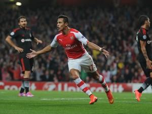 Alexis Sánchez  con la camiseta del Arsenal F.C.