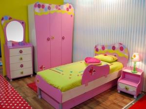 Hermoso dormitorio de una niña