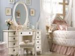 Agradable y delicada habitación de una niña