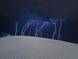 Tormenta eléctrica en el desierto