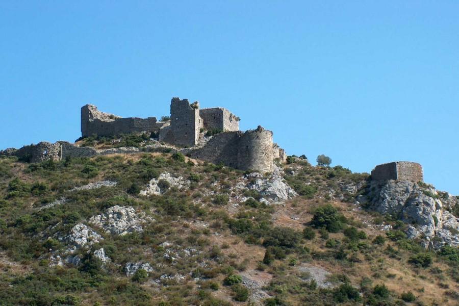 Las ruinas del castillo de Aguilar (Francia)