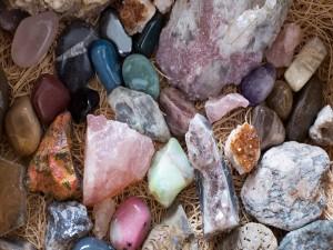Hermosas y coloridas piedras