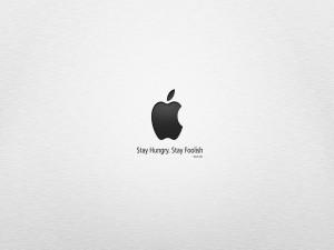 Frase de Steve Jobs bajo el logo de Apple