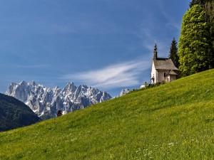 Iglesia en los Alpes