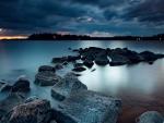 Calma en el lago al amanecer